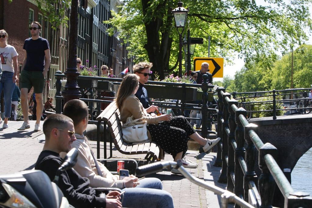 Amszterdamban sokan élvezték a szabadban a napsütést