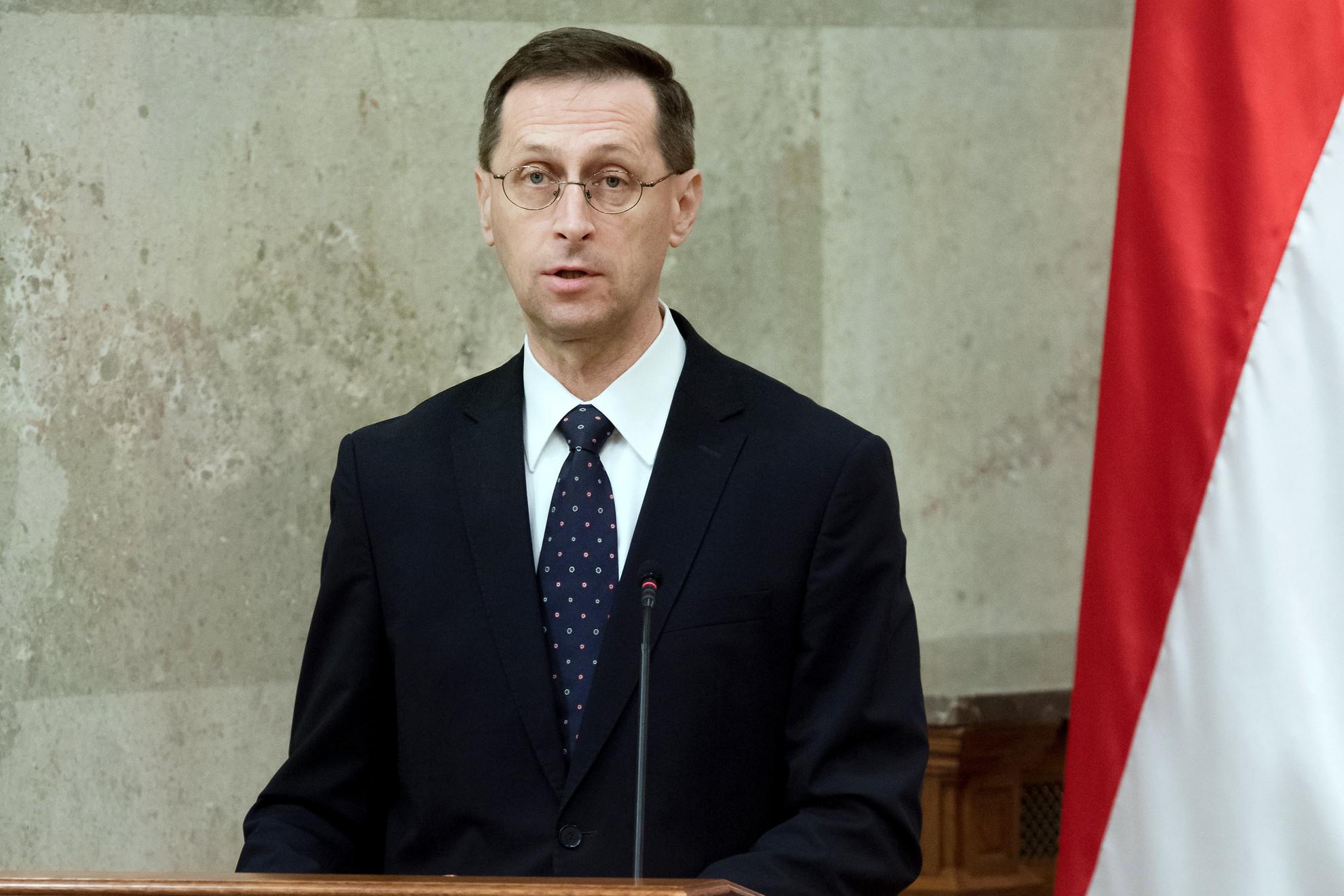 Varga Mihály pénzügyminiszter a 2021. évi költségvetési törvényjavaslat átadásán az Országházban 2020. május 26-án