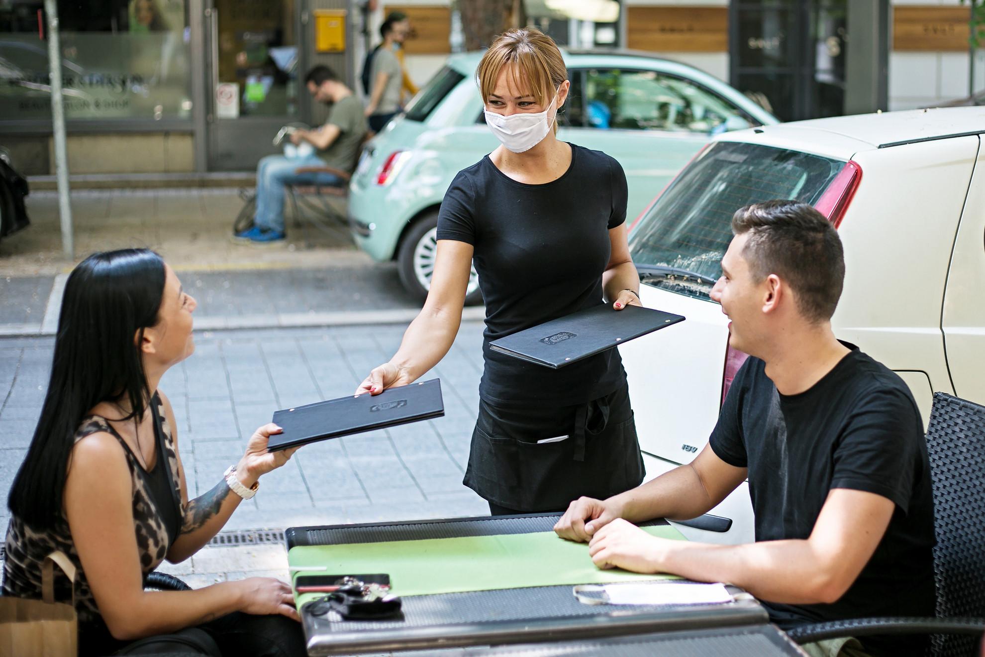 Hétfőtől az ország teljes területén kivezették a kijárási korlátozás szabályait
