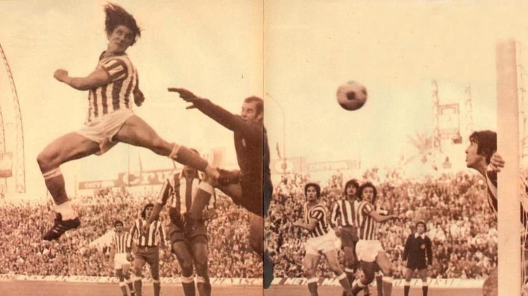 Ladinszky (balra, csíkos mezben) a Betis játékosaként az Atlético Madrid elleni meccsen 1976-ban