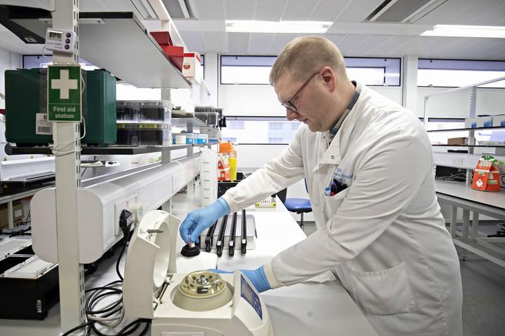 Lengyelországban előállították az első vérplazma alapú koronavírus-vakcinát