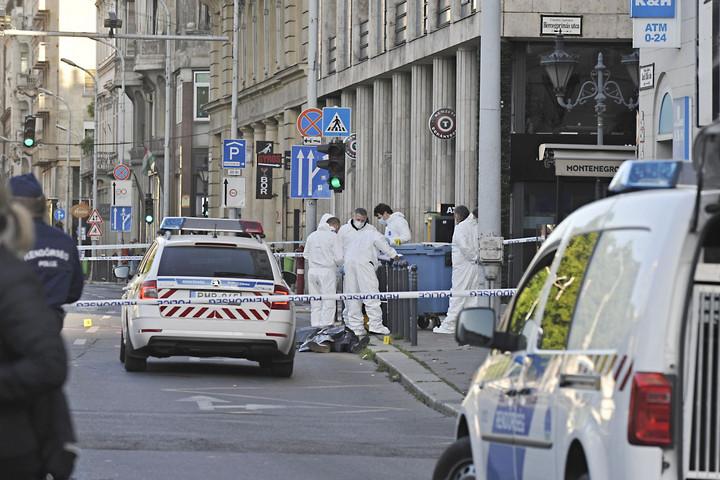 Egy hónapra letartóztatták a Deák téri kettős gyilkosság gyanúsítottjait
