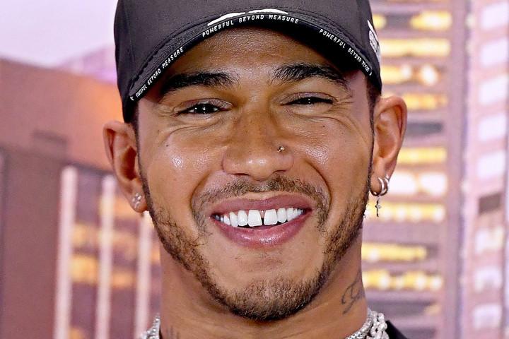 Mégsem vonul vissza Lewis Hamilton