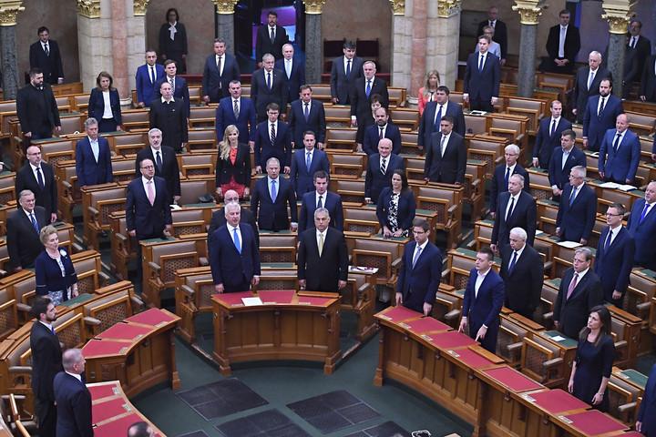 Tíz év alatt 95 százalékban teljesítették vállalásaikat a Fidesz-KDNP-kormányok