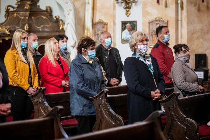 A katolikus és az evangélikus templomokban is tartanak istentiszteleteket