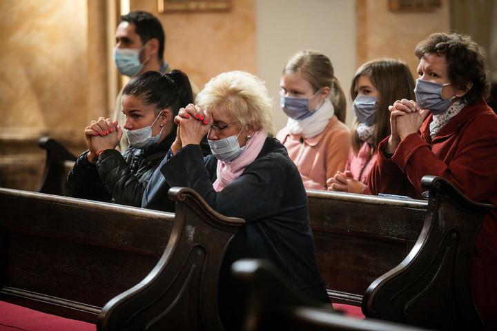 A hívek is részt vehetnek a pünkösdi istentiszteleteken