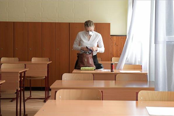 Hagyományos iskolakezdés járványügyi előírásokkal