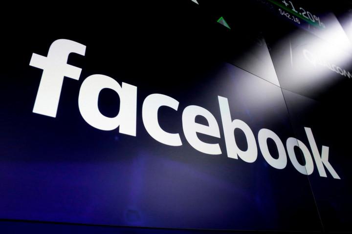 A Facebook eltávolította Trump egyik korábbi tanácsadójának fiókjait