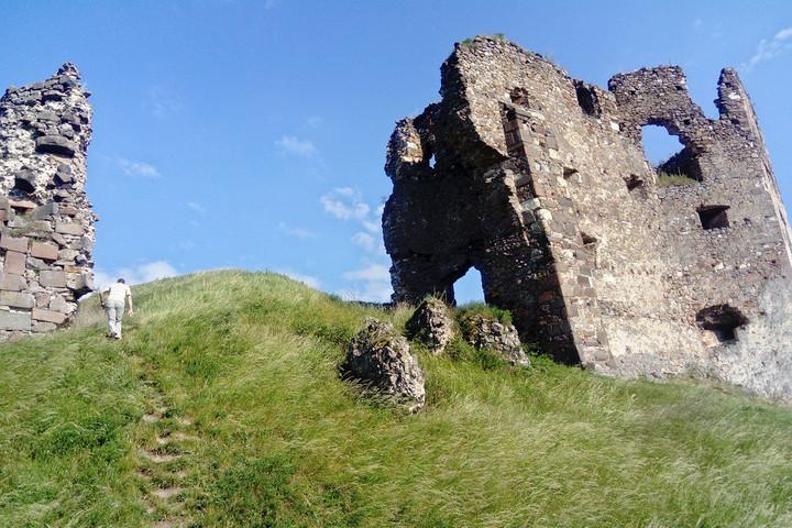 A hányattatott sorsú várról, Nagykövesdről