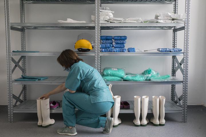 Meghalt egy beteg, kettővel nőtt az igazolt fertőzöttek száma Magyarországon