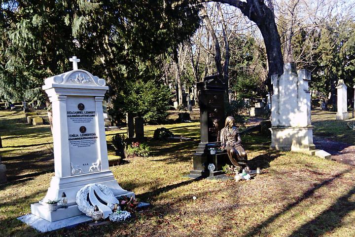 Pozsony legrégibb temetőjének sírjai