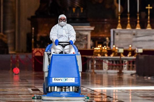 Fertőtlenítették a hétfői újranyitásra a Szent Péter-bazilikát