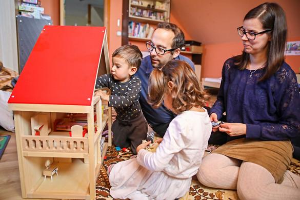 Fidesz: A nehezebb időkben is a gyermek az első
