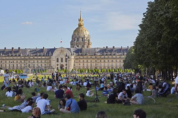 Újra megnyílhatnak a francia templomok