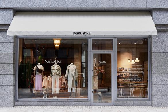 Újranyitnak a Nanushka üzletei