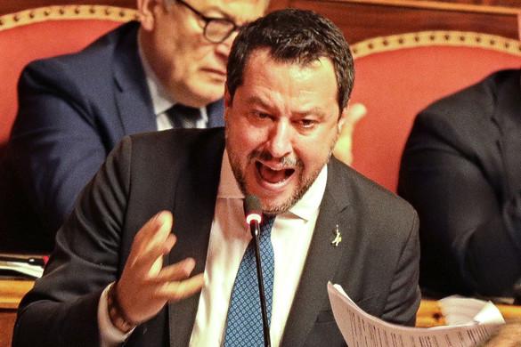 Jobboldali össztűz alatt az olasz kormány