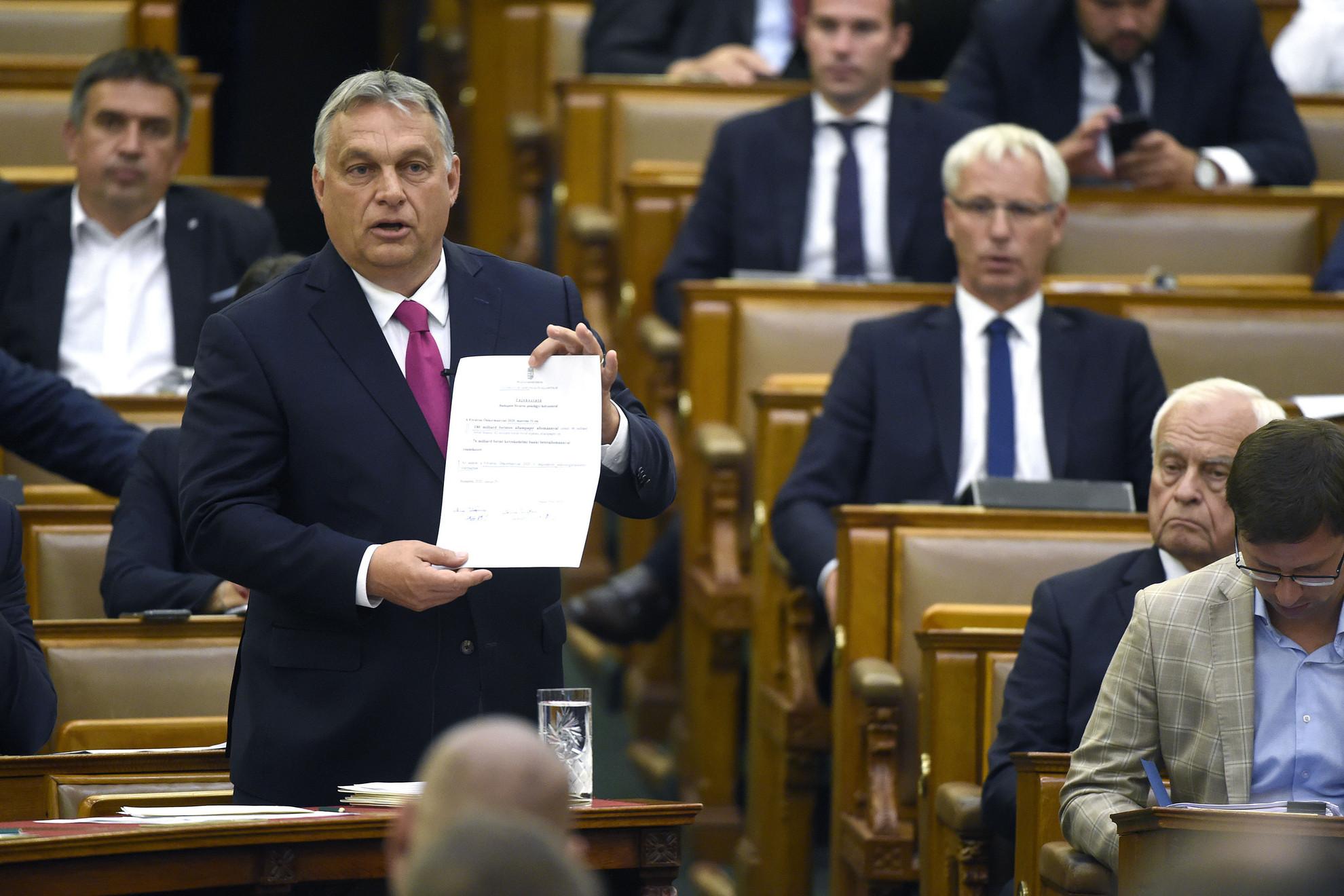 Orbán Viktor miniszterelnök beszél az azonnali kérdések órájában az Országgyűlés plenáris ülésén 2020. június 29-én