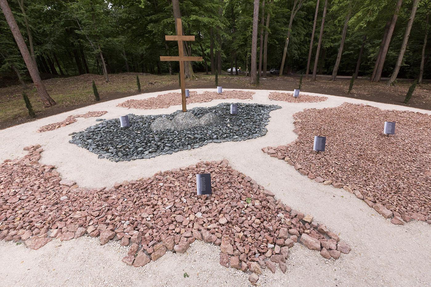 A Trianoni Emlékpark az avatóünnepség napján, az első világháborút lezáró trianoni békeszerződés aláírásának 100. évfordulóján, a nemzeti összetartozás napján a Soproni Parkerdőben