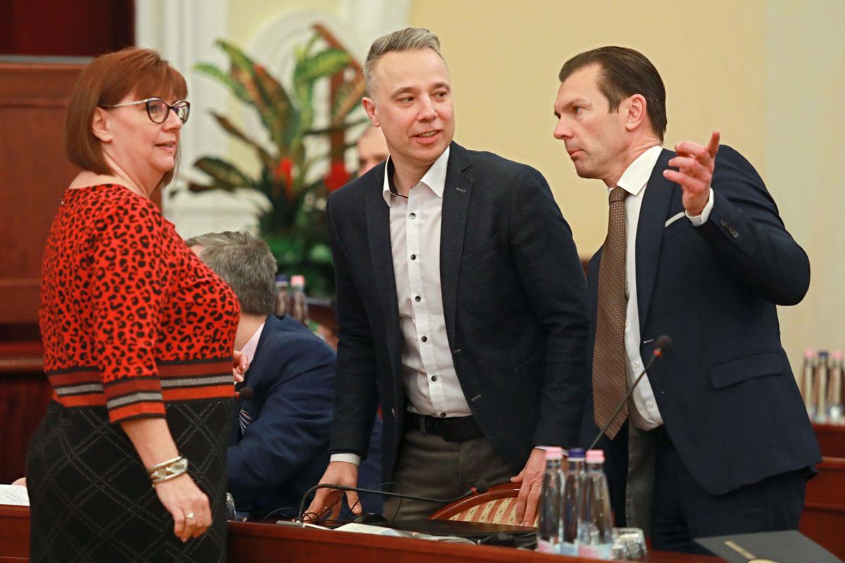 A megszorítás a progresszió. Gy. Németh Erzsébet, Gajda Péter és Szaniszló Sándor