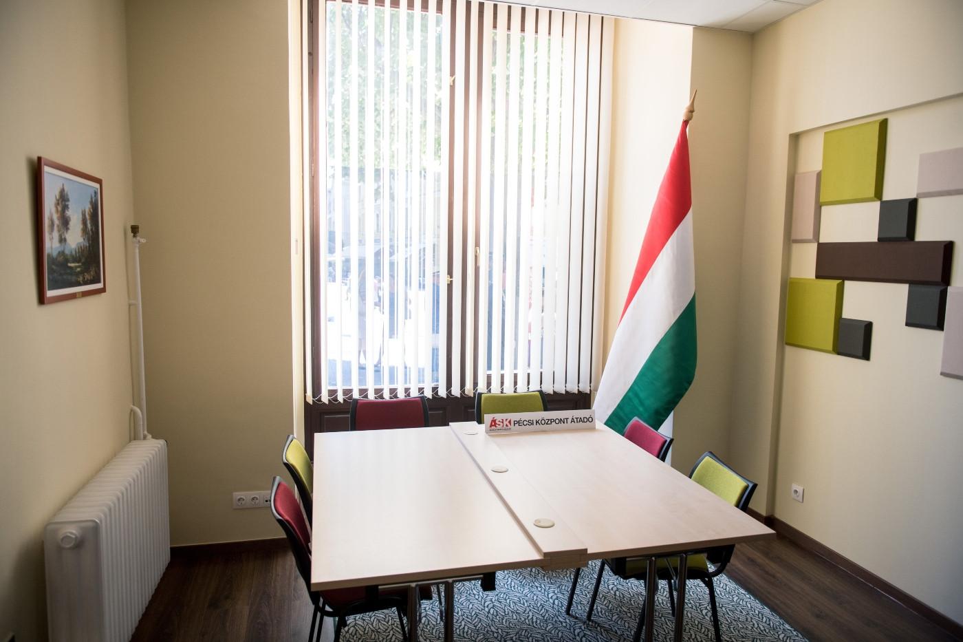 A Pécsi Áldozatsegítő Központ egyik irodája a megnyitó napján, 2020. június 29-én