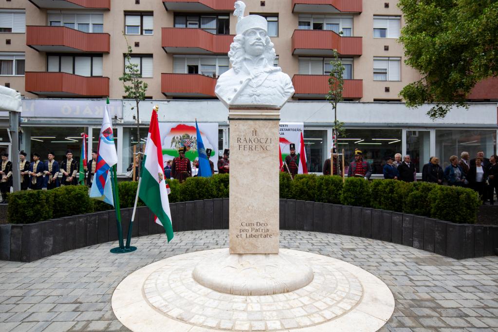 Béres János szobrászművész II. Rákóczi Ferencet ábrázoló alkotása Zalaegerszegen az avatás napján