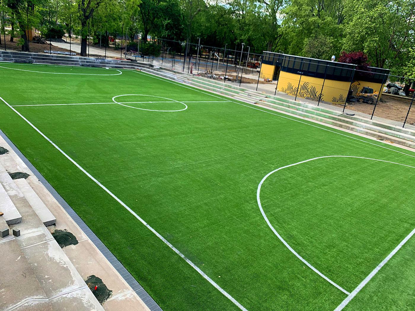 Műfüves focipálya
