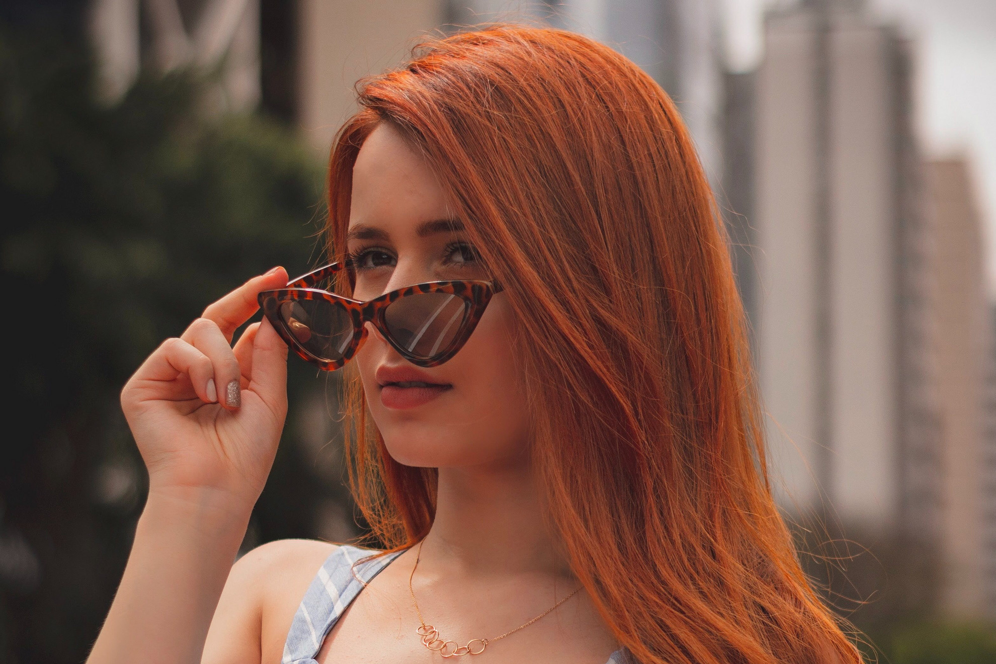 Egy jól kiválasztott macskaszem formájú szemüveg kiválóan mutathat a nyári szettünkkel