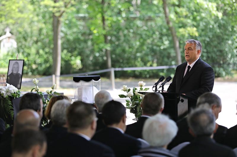 Orbán Viktor miniszterelnök beszédet mond Fekete György temetésén