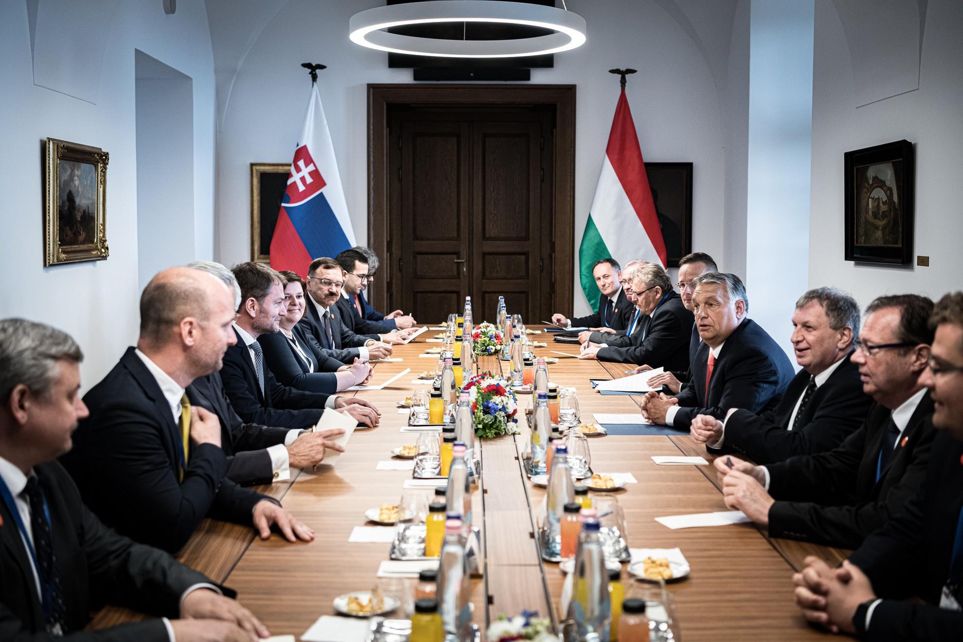 Orbán Viktor miniszterelnök pénteken Budapesten hivatalában fogadta Igor Matovic szlovák kormányfőt