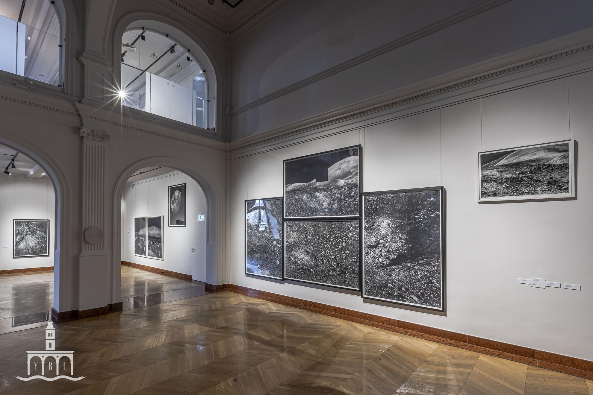 A HOLD: iski Kocsis Tibor a Holdat és a történelmet múzsának hívta, alkotásai múltbeli holdsétára invitálják a látogatókat