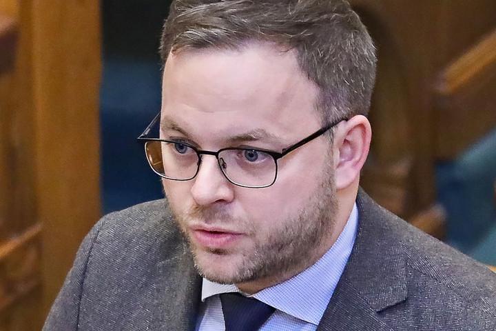 Orbán Balázs: A baloldalt saját radikálisaifogjáksatuba