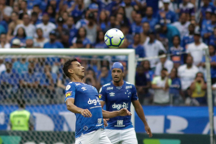 Autójával kétszáz méteres mélységbe zuhant a brazil focista