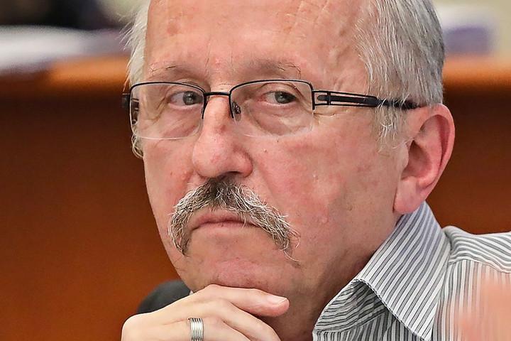 Niedermüller ragaszkodik Czeglédy szerződéséhez