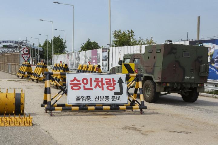 Észak-Korea katonákat vezényelt a demilitarizált övezetbe