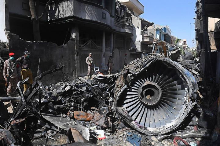 A koronavírus-járványról beszélgettek a lezuhant pakisztáni utasszállító pilótái a baleset előtt