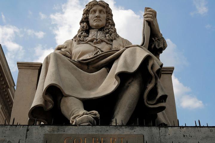 Megrongálták Colbert szobrát a francia nemzetgyűlés előtt