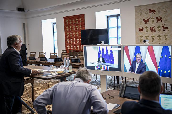 Orbán Viktor az Európai Tanács és a V4-országok vezetőivel tárgyalt
