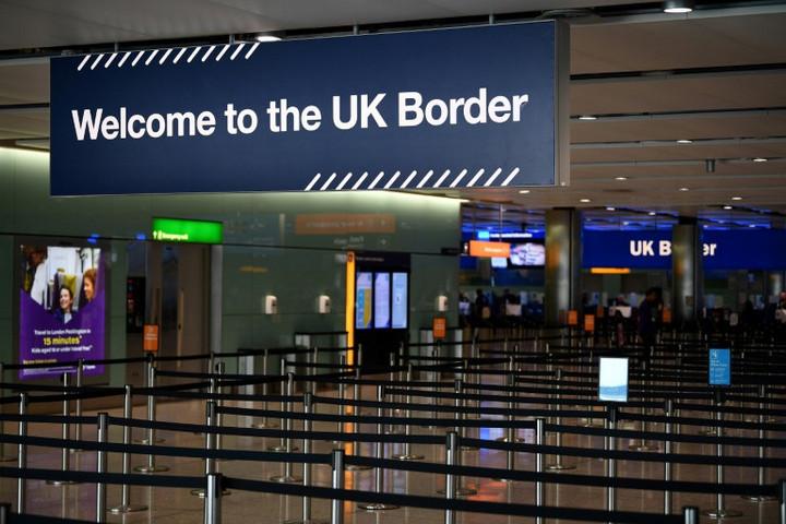 Karantén vár arra, aki Nagy-Britanniába lép be