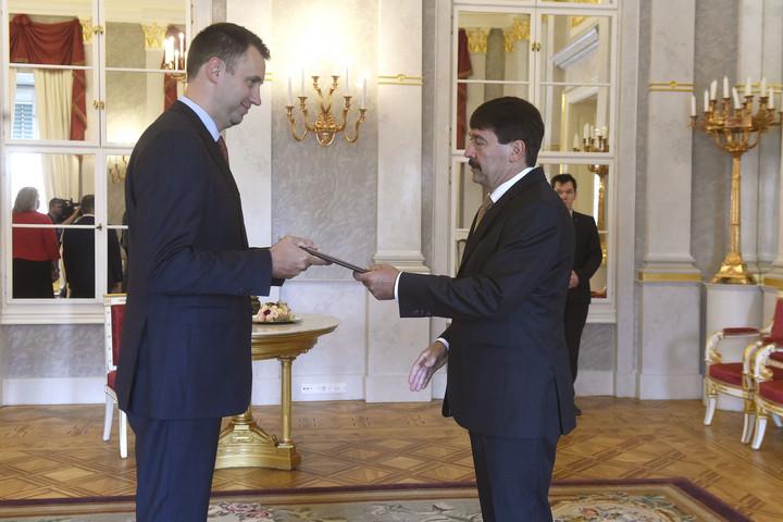 A köztársasági elnök kinevezte az MNB alelnökévé Virág Barnabást