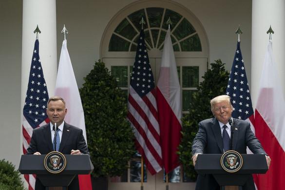 Trump védelmi együttműködési megállapodást ír alá Dudával