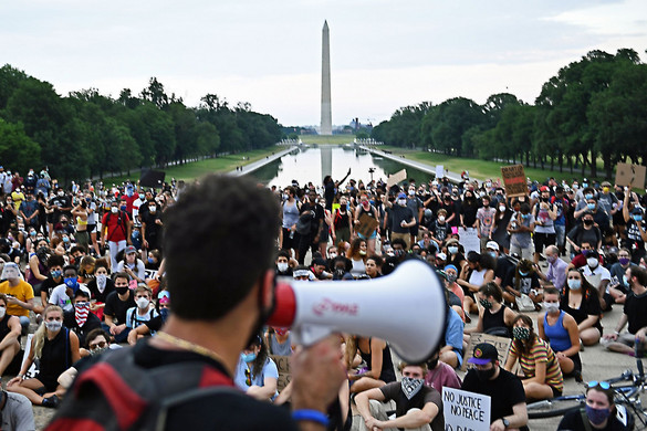 Tüntetések és zavargások miatt szabadult el a járvány több nyugati országban