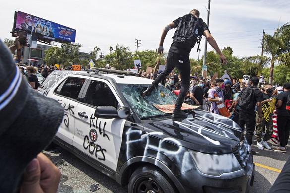 Zavargásokba fordult az erőszakellenes tüntetés