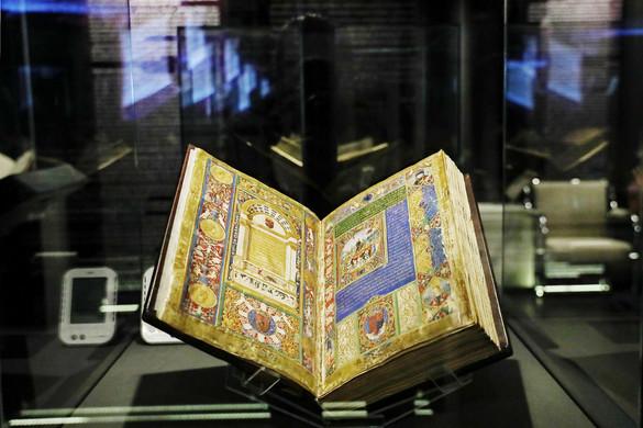 Virtuálisan elérhetővé tette Mátyás király pompás Corvináit az Országos Széchényi Könyvtár