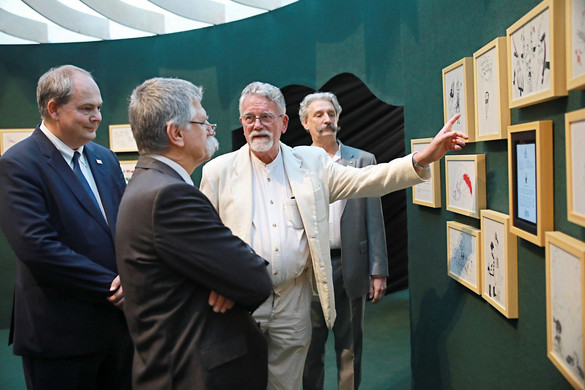 Kövér László, az Országgyűlés elnöke nyitotta meg Jankovics Marcell Trianon-tárlatát a Pesti Vigadóban