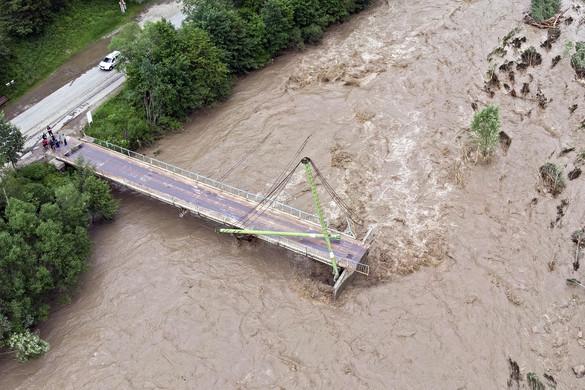Válságos az árvízhelyzet Nyugat-Ukrajnában