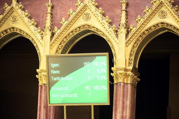 Megszavazta a parlament a veszélyhelyzet megszüntetését