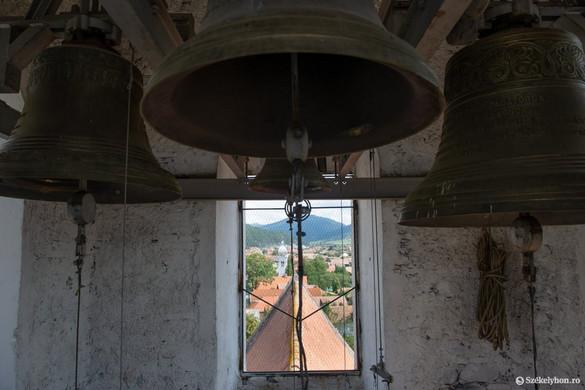 Erdélyben megkondultak a harangok a magyar egyházak templomaiban