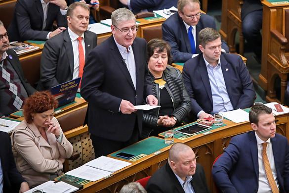 Fidesz: Ha a baloldalon múlt volna, már kórházi ellátás sem lenne