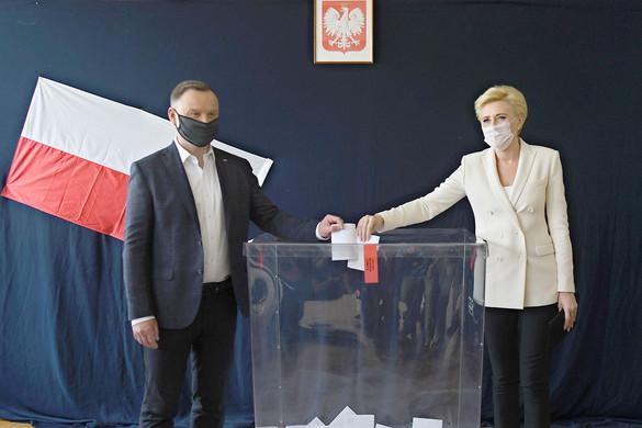 Megmozgatta a lengyeleket az elnökválasztás első fordulója