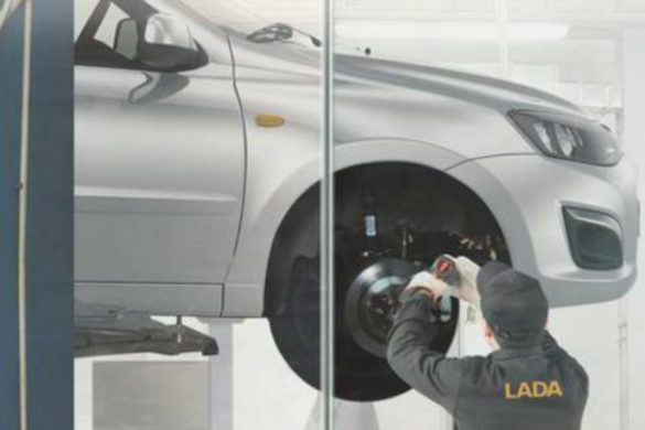 Felfüggesztette új autói forgalmazását a Lada